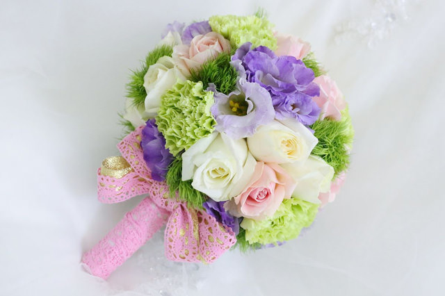 繽紛配色蕾絲新娘捧花