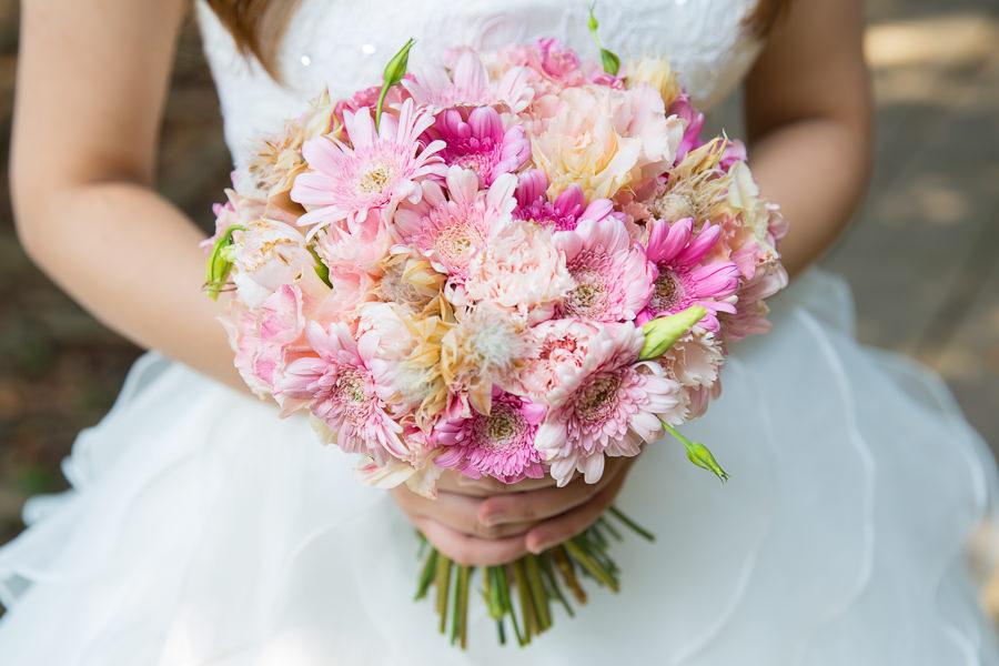 甜美充滿生氣的粉紅色新娘捧花│佳欣自助婚紗
