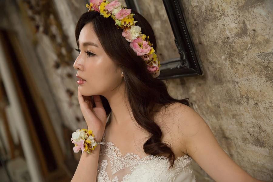 新娘雜誌作品│新娘物語-繽紛亮麗的新娘鮮花花環造型