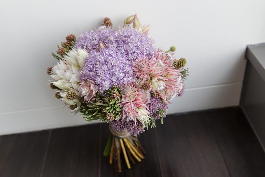 不規則感浪漫自然莖紫色新娘捧花│邦碩&人方婚宴