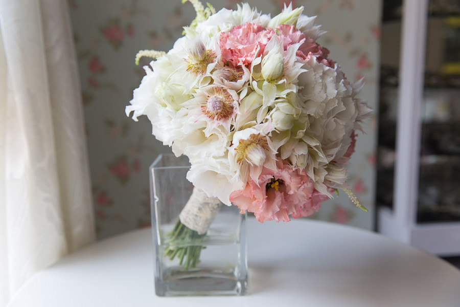 散發高雅溫柔氣息的粉紅白色新娘捧花│鴻傑&冠潔婚宴