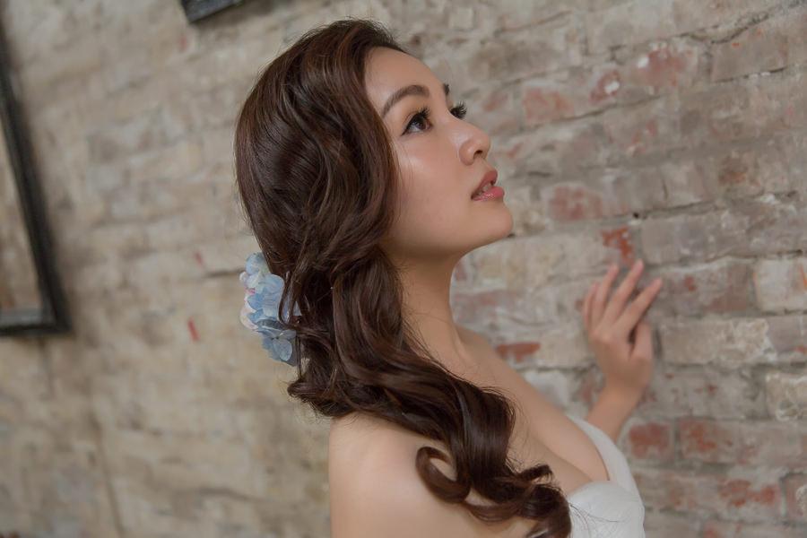 新娘雜誌作品│新娘物語-成熟氣質感新娘藍色鮮花側邊髮造型