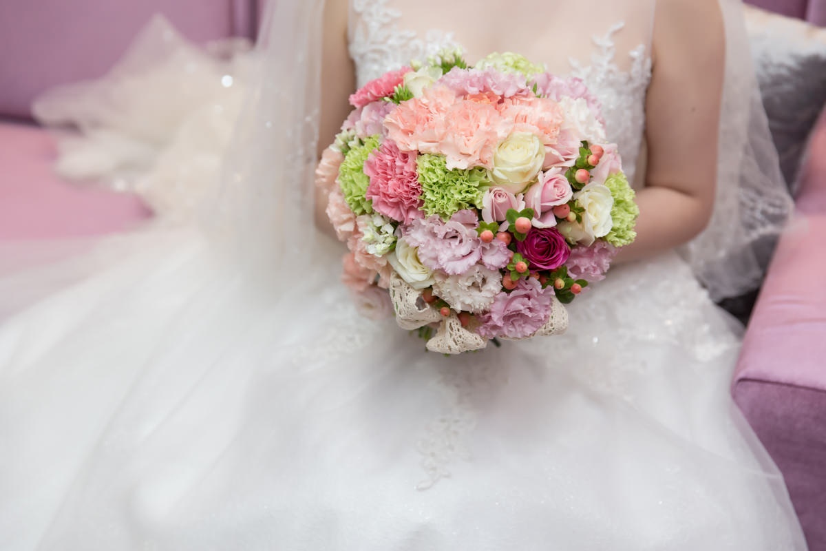 加入小巧果實的粉嫩新娘捧花│Lewis & Eliza婚宴