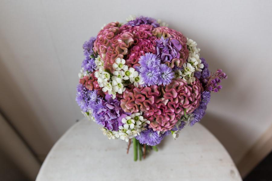 鮮豔繽紛配色的紫桃色新娘捧花│政翰&薇思婚宴