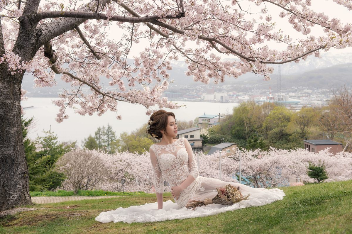 日本北海道自助婚紗│唯美的櫻花婚紗~婚攝Omer-米勒&小孟