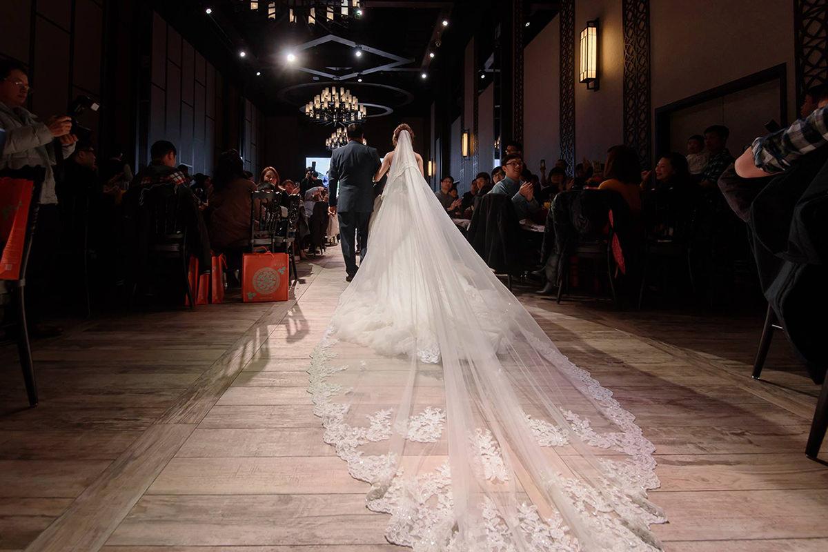 新娘飾品│白紗進場造型首選-蕾絲長頭紗