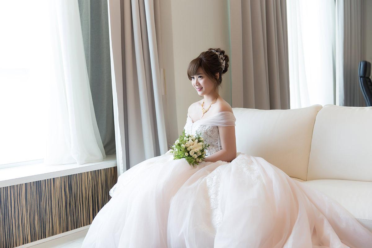 新娘秘書,新秘,新娘造型,台北新秘,新娘髮型,新娘妝容,wedding hairstyle, 丸子頭造型, 短髮新娘, 低馬尾造型