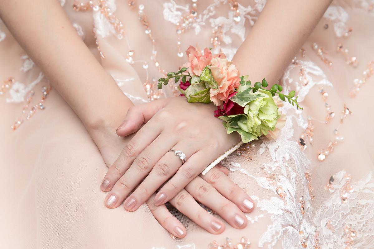 繽紛色系的鮮花新娘手腕花