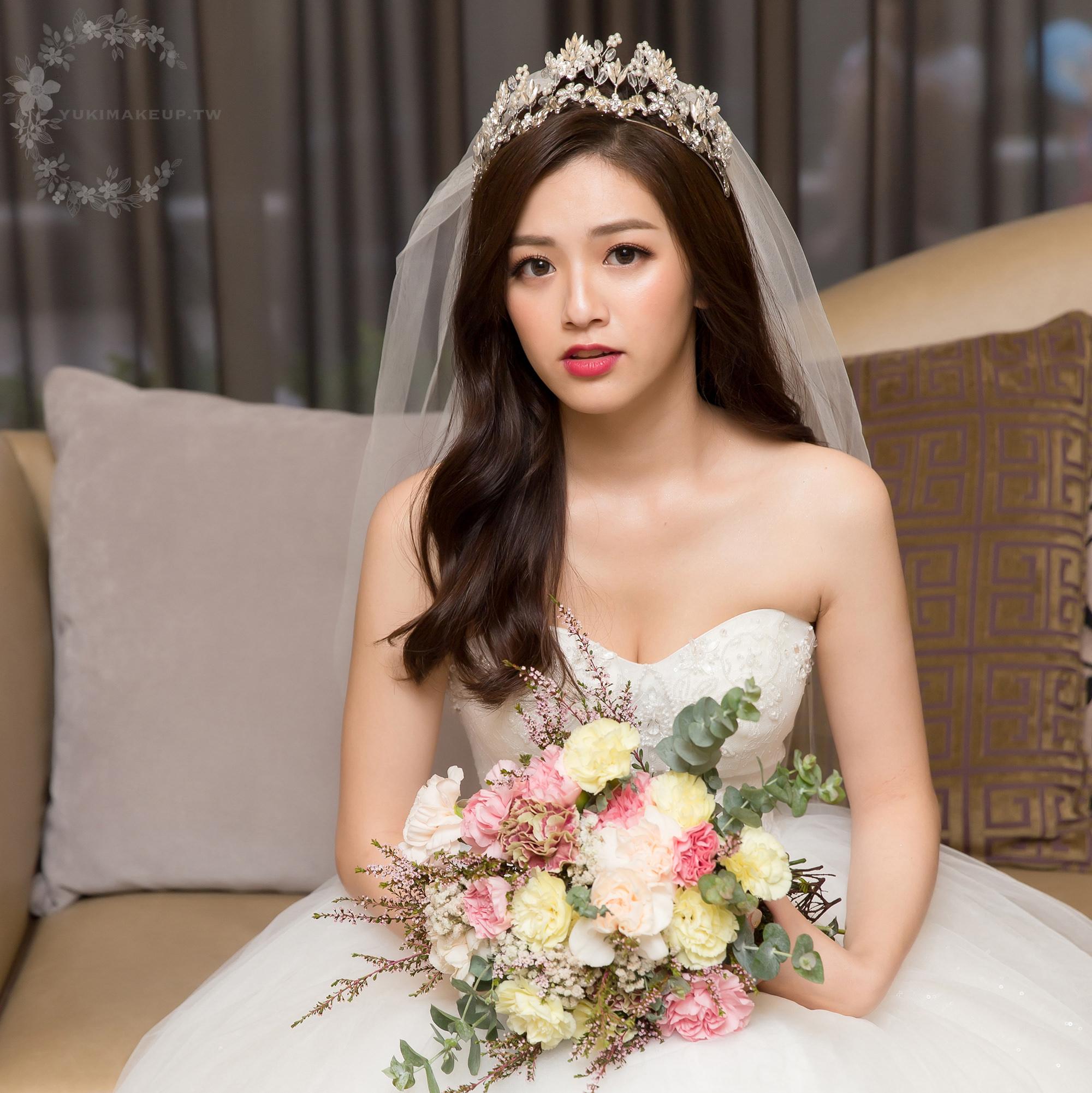 新娘秘書,新秘,新娘造型,新娘髮型,新娘妝容,高雄新秘,wedding hairstyle, 皇冠造型, 華麗風, 白紗造型, 素人改造 新秘Yuki