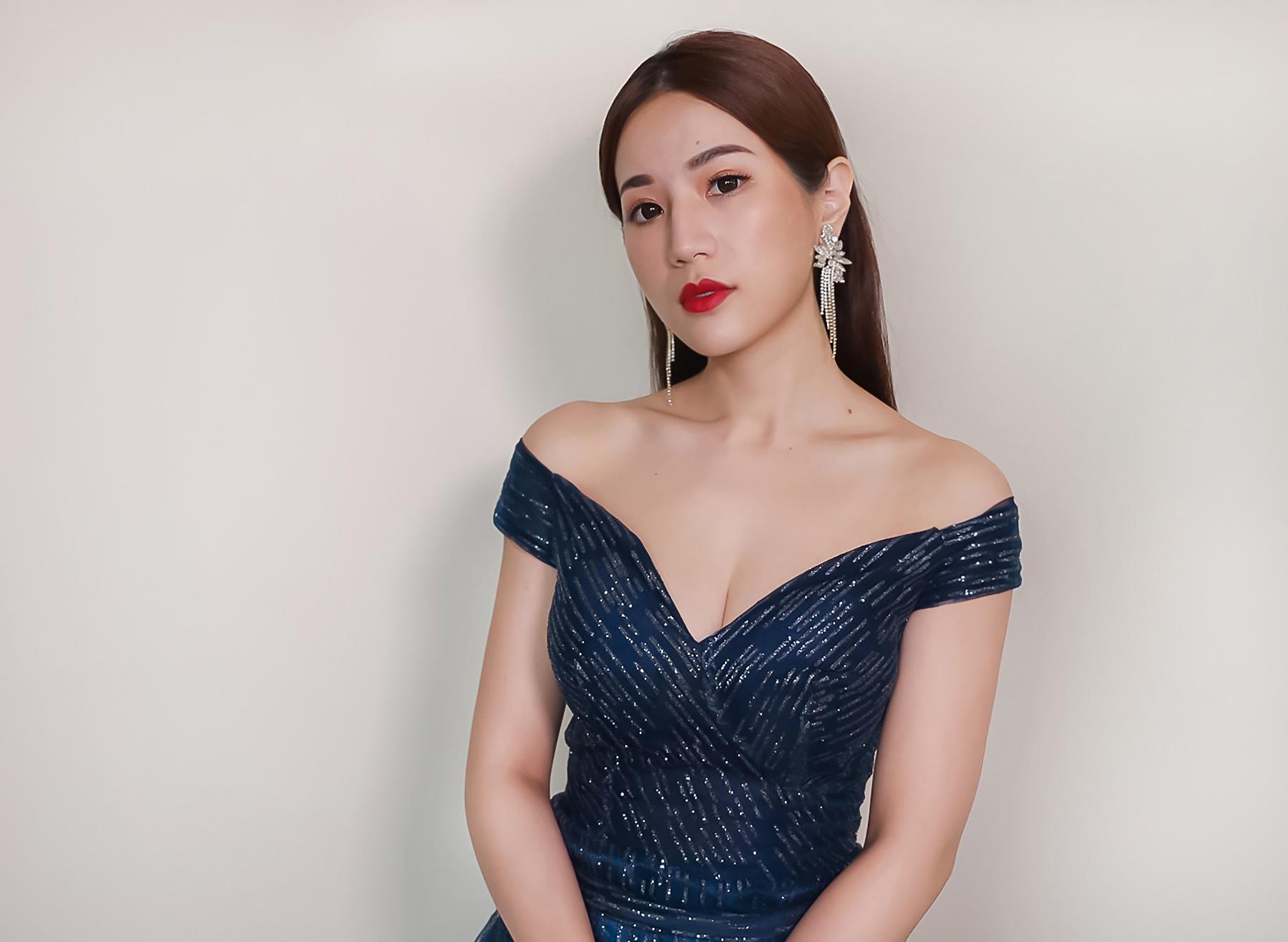 新秘Yuki, 新娘造型, 新娘髮型, 高雄新秘, 油頭造型, 藍色禮服造型,藍色禮服,時尚風格, 紅唇造型