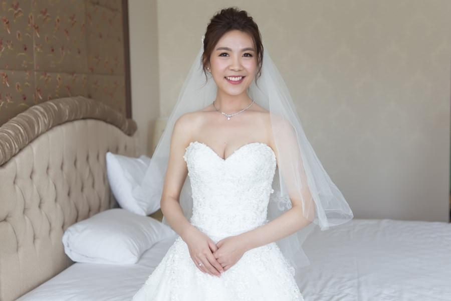 新秘Yuki│新秘推薦│白紗│盤髮│All-Back│新娘頭紗|新娘造型|新娘髮型|白紗造型|高雄新秘|新秘YUKI|婚宴造型