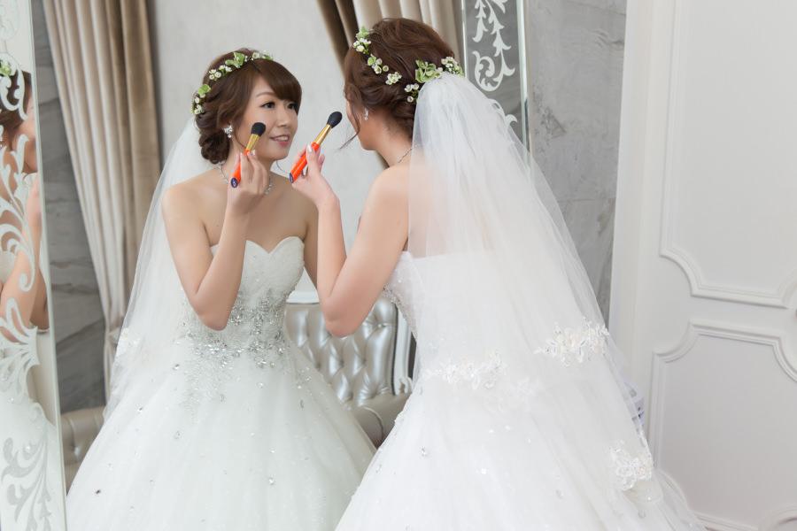 新秘Yuki│新秘推薦│白紗│盤髮│鮮花造型│花環│小碎花│長頭紗造型||新娘造型|新娘髮型|白紗造型|高雄新秘|新秘YUKI|婚宴造型