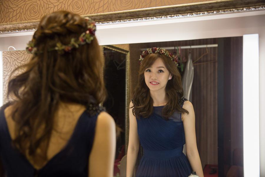 新秘Yuki│新秘推薦│藍色禮服│深色禮服│長捲髮│乾燥花造型│花環│新娘髮型
