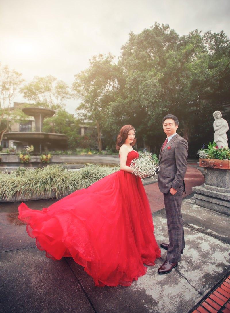 新秘Yuki│台北婚紗│紅色禮服│側邊髮│婚紗照│松山文創園區